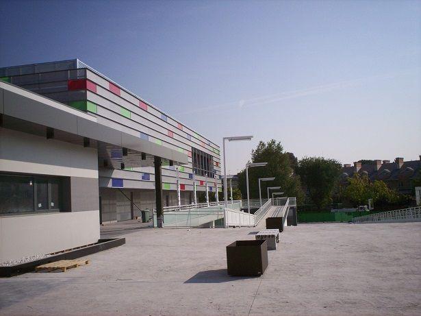 Acceso centro comercial 6